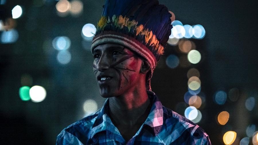 """O rapper MC Kunumi, um dos 21 indígenas entrevistados no especial """"Falas da Terra - Alinne Tuffengdjian / Globo"""