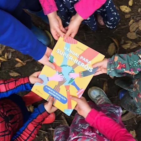 """""""Manual Para Super-heróis: O Início Da Revolução Sustentável"""" traz 12 missões de sustentabilidade para crianças - Reprodução/ Instagram Laila Zaid"""