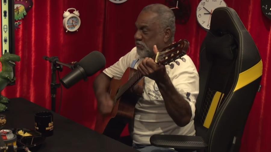 """Zé da Viola, de """"Amigo, estou aqui"""", contou sua história no podcast """"Só um minutinho"""" - Reprodução/YouTube"""