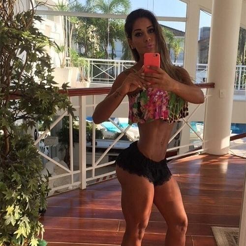 7.ago.2015 - Ex-BBB Mayra Cardi volta voltou a impressionar seus seguidores nas redes sociais.