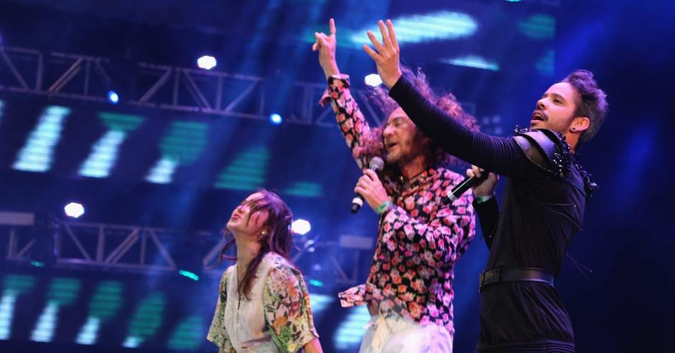 6.fev.2016 - Final do show de Silvério Pessoa com Flaira Ferro e Almério, no Marco Zero, no Recife
