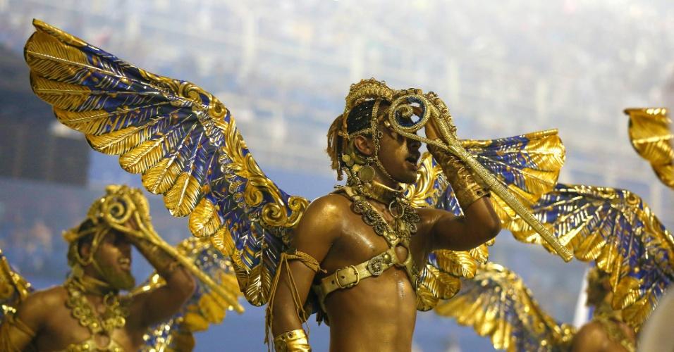 8,fev.2016 - Lembrando a opulência do período barroco em Minas Gerais, época e local do nascimento do Marquês de Sapucaí, a Beija-Flor apostou bastante no dourado
