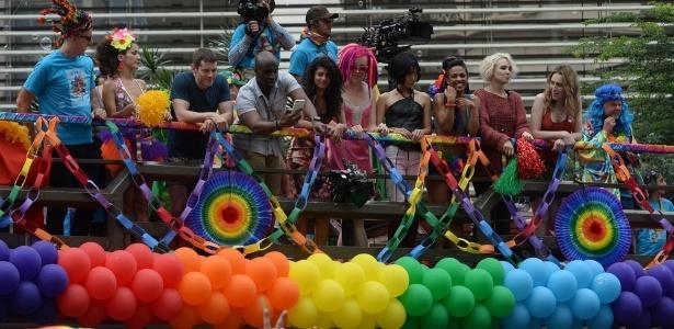 """29.mai.2016 - Elenco de """"Sense8"""" na Parada Gay de São Paulo - Francisco Cepeda/AgNews"""