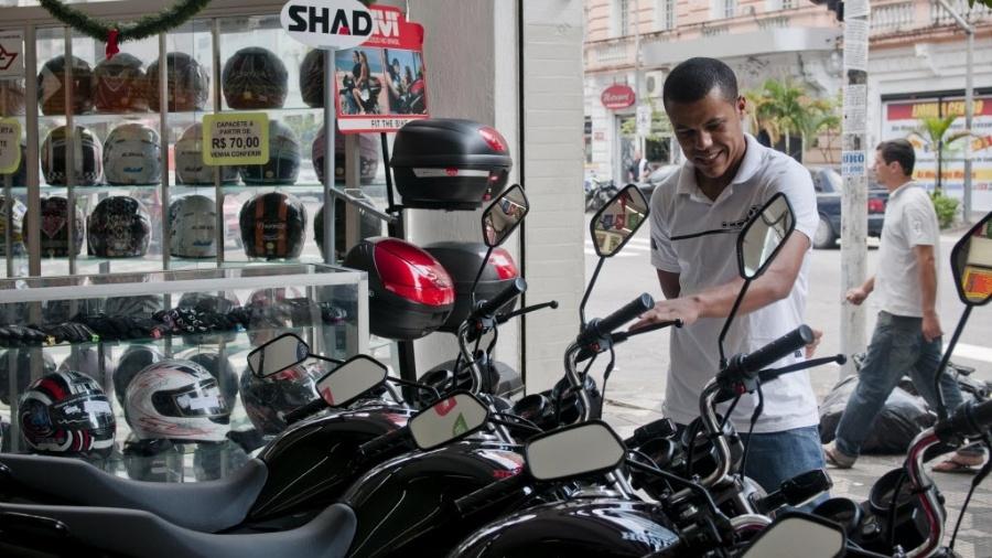 Em 2016, mercado de usadas respondeu por mais de 75% das vendas de motocicleta no Brasil - Isadora Brant/Folhapress