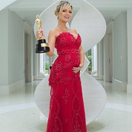 Grávida, a apresentadora Eliana exibe seu Troféu Imprensa - Reprodução/Instagram/@elianebrasilfc