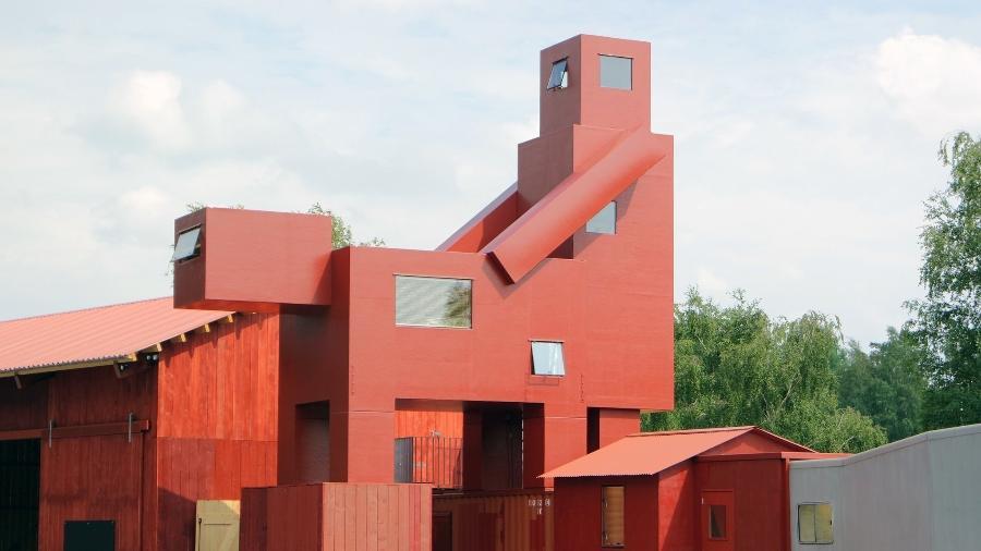 Escultura polêmica exibida na França - Getty Images