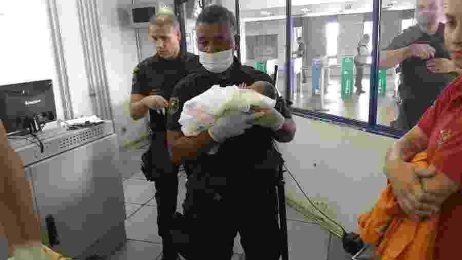 Os agentes de segurança da estação foram responsáveis por auxiliar a mãe durante o parto - Divulgação/Metrô-DF