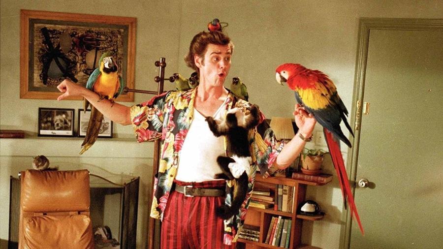 """Jim Carrey em cena em """"Ace Ventura - Um detetive diferente"""" (1994) - Divulgação"""