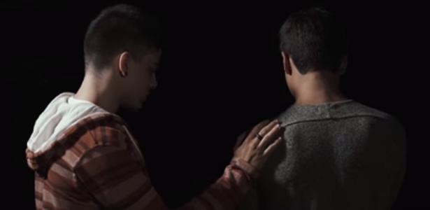 """Bruno Gadiol lançou a nova música, """"Sem Costume"""", em parceria com o cantor Gabriel Nandes, e que mostra a história de amor entre dois homens"""