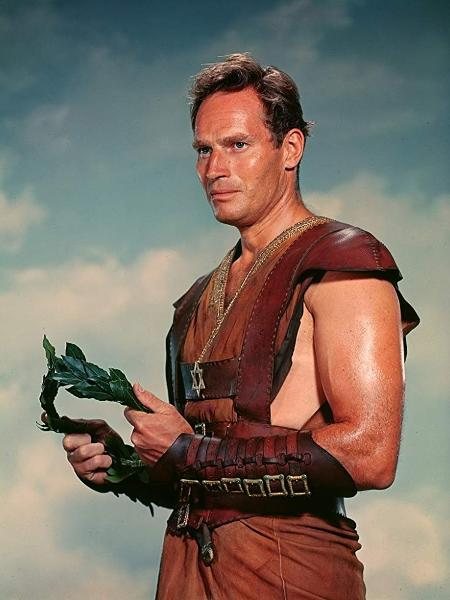 """Charlton Heston como """"Ben-Hur"""", no filme de 1959 - Reprodução / IMDB"""