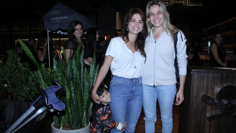 Fernanda Gentil vai com a namorada, Priscila Montandon e o filho em inauguração  do chef Henrique Fogaça no Rio - J.Humberto/Ag.News