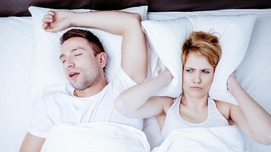 Você pode não saber que ronca. Afinal, quem sofre e costuma alertar sobre o ruído é o companheiro de quarto ou de cama - iStock