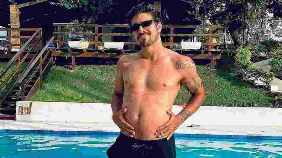 Caio Castro exagerou nas festas de fim de ano? Ator brinca sobre o próprio peso em foto - Reprodução/Instagram