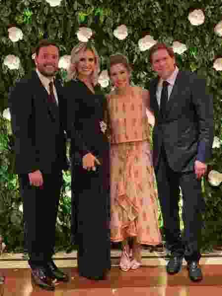 André Valadão e a mulher, Cassiane, posam com Daniela Beyruti, filha de Silvio Santos, e o marido, Marcelo, no casamento de Rebeca Abravanel e Alexandre Pato - Reprodução/Instagram - Reprodução/Instagram