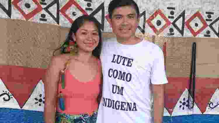 Professora Jucira de Almeida, de história, ao lado do professor de artes Whilan Albino - Arquivo Pessoal - Arquivo Pessoal