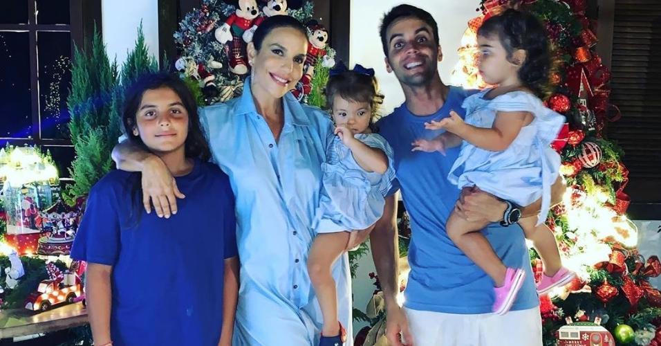 Ivete Sangalo com a família: o marido Daniel Cady e os filhos Marcelo, Helena e Marina