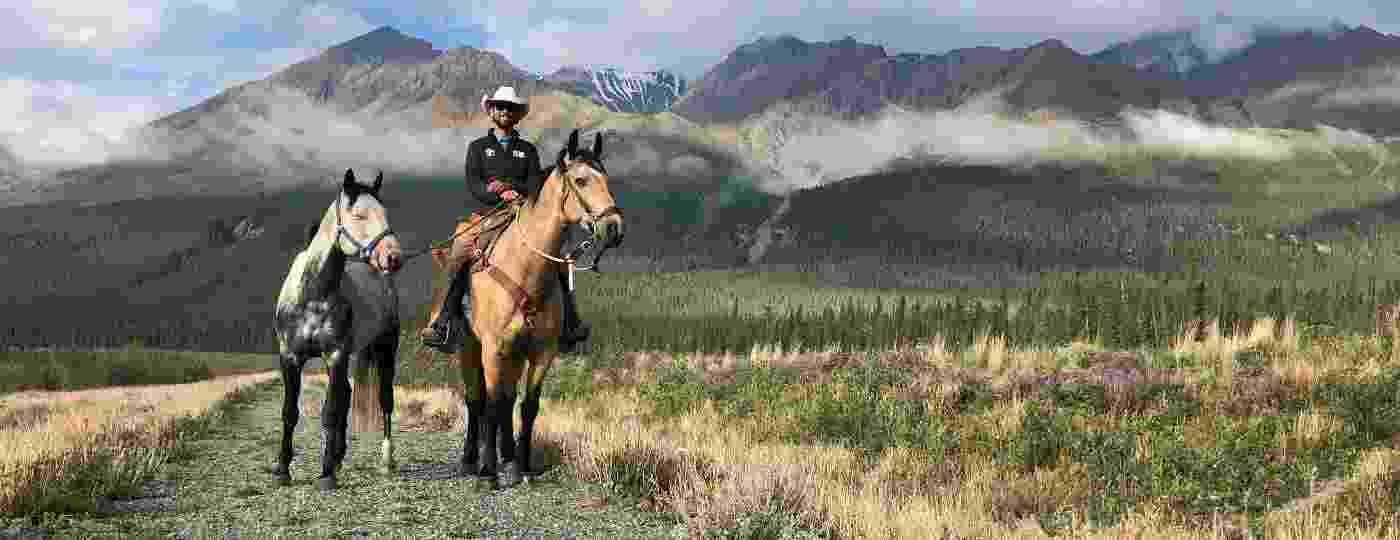 Filipe cavalgando na região do Monte Logan, a montanha mais alta do Canadá - Arquivo pessoal