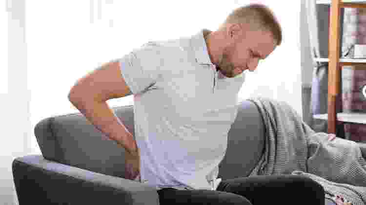 dor nas costas, dor na lombar - iStock - iStock