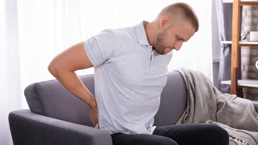 A dor por causa de problemas no ciático pode ocorrer desde a região lombar baixa, passando pelo glúteo, região posterior da perna até o dedão do pé - iStock