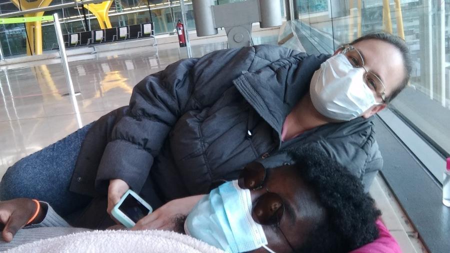 Isabella Belli e o namorado Aladino Borges no aeroporto de Madri - Arquivo pessoal