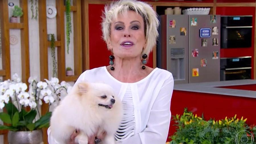 """Ana Maria Braga e a cachorrinha Paçoca no programa """"Mais Você"""" - Reprodução/TV Globo"""