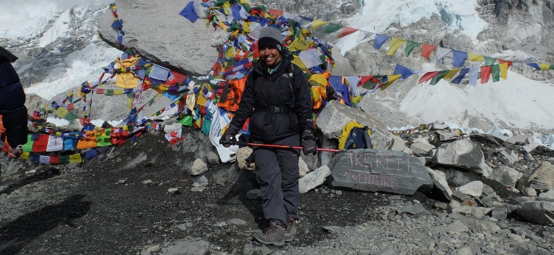Mariela Vasconcelos no campo base do Everest - Arquivo pessoal