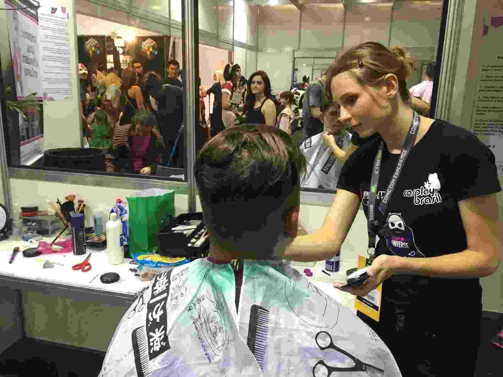 Camarim Cosplay oferece serviços de maquiagem, costura e limpeza para fãs que forem fantasiados à Comic Con - Felipe Branco Cruz/UOL