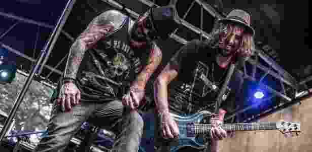 Urbana Legion com o vocalista Egypcio (Tihuana) e Marcão (ex-Charlie Brown) em show - Rafael Melo/Reprodução/Site oficial