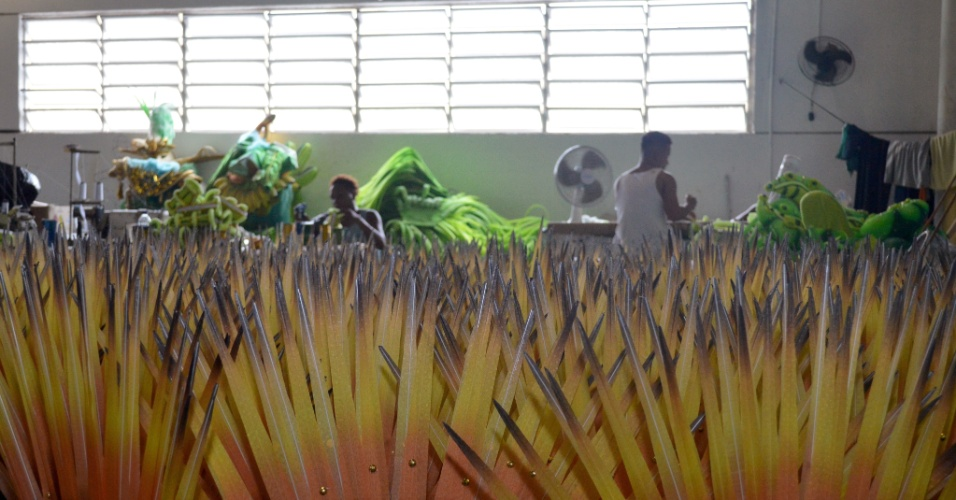 A história da própria Mocidade servirá para homenagear o brasileiro, que se mantém jovem, sonhador e louco por Carnaval