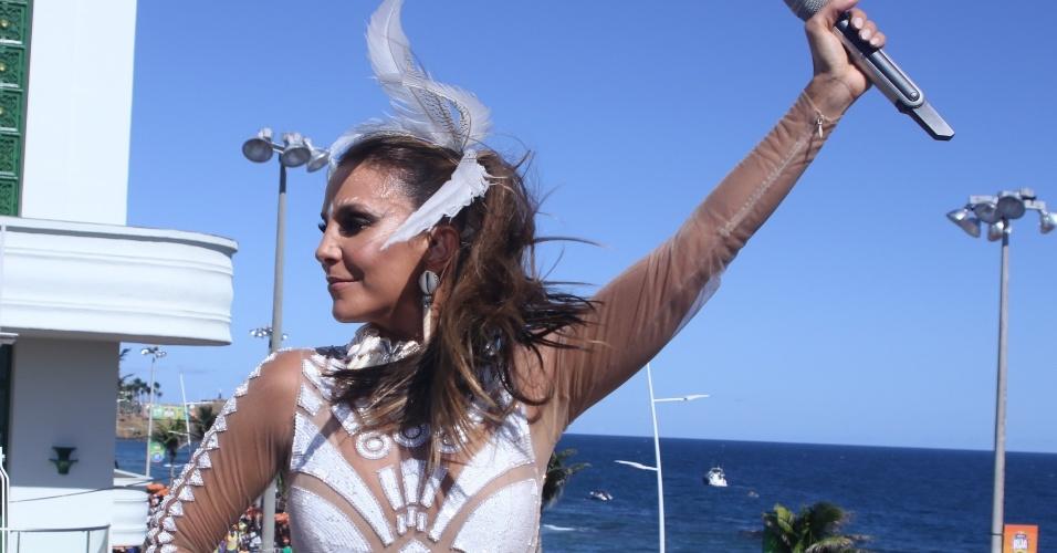 """6.fev.2016 - Ivete Sangalo começa a folia no 4° dia do Carnaval de Salvador: """"Estou com fogo subindo e eu não sei de onde vem o fogo, quero é queimar tudo"""""""