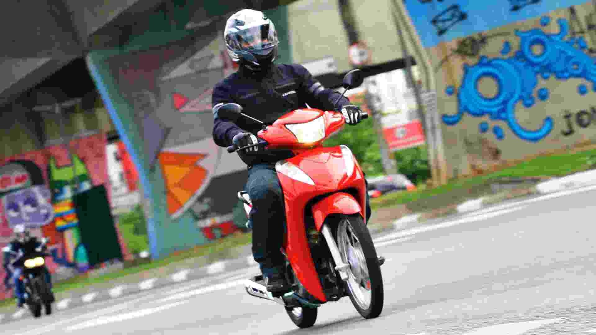 Honda Biz 110i 2016 - Mario Villaescusa/Infomoto