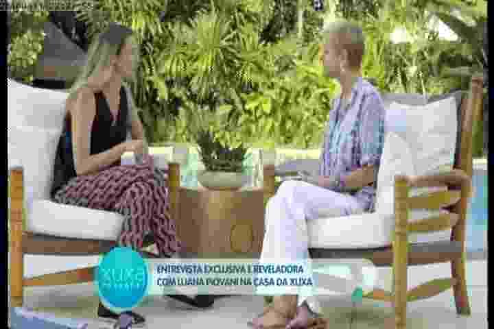 """11.abr.2016 - Em entrevista na casa de Xuxa, Luana Piovani fala sobre sua relação com Rodrigo Santoro. """"Certamente ele tem uma imensa mágoa de mim e eu respeito isso. Eu parei de tentar me reaproximar dele. Eu o fiz sofrer muito, mas já paguei o meu carma, já tirei a minha cruz nas costas. Mas ele não transcendeu"""" - Reprodução /Record"""
