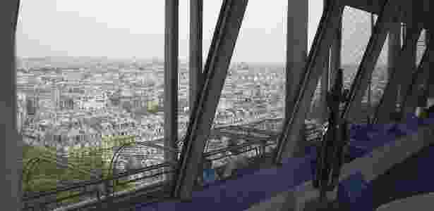 O apê da torre Eiffel fica a 57 metros de altura - Divulgação/HomeAway - Divulgação/HomeAway