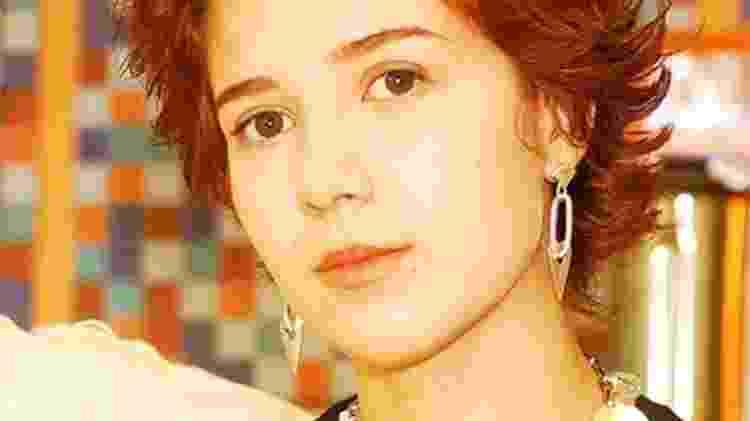 """Com cabelo curto e vermelho, Marjorie Estiano estreou em """"Malhação"""" (2004) como Natasha, vocalista da Vagabanda. """"Como cantora, ela me profissionalizou. Me colocou dentro da indústria, do mercado fonográfico. Era um produto bem popular. Como atriz, me apresentou a TV, com uma dramaturgia inocente, focada nesse universo, com jovens, todos com suas experiência particulares e vontade de aprender"""" - Divulgação/Globo - Divulgação/Globo"""