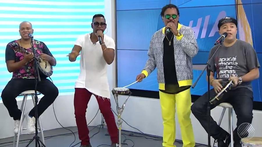 """Molejo e É o Tchan se reuniram pela primeira vez na TV no telejornal """"Bahia Meio-Dia"""", da Rede Bahia, afiliada da Globo - Reprodução/Rede Bahia"""