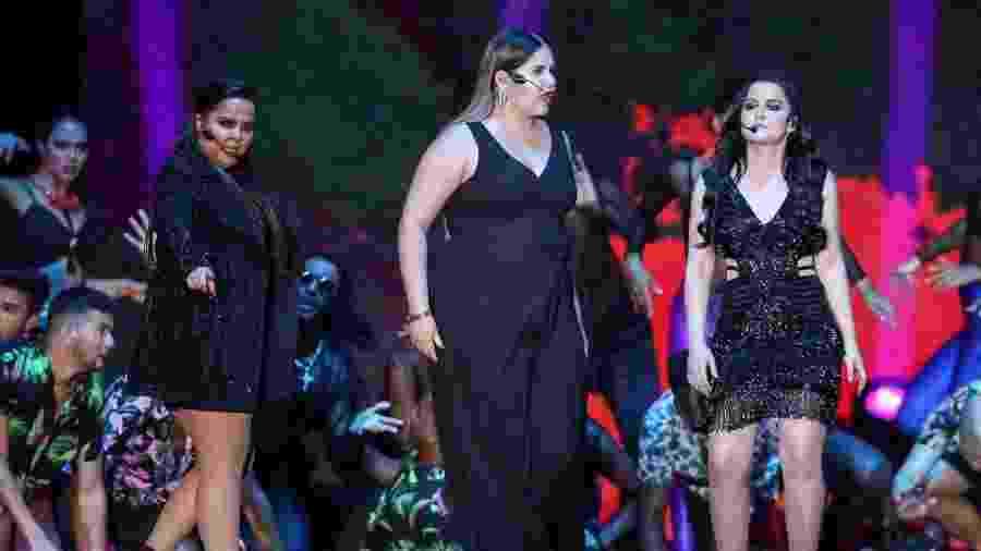 Marília Mendonça (ao centro), canta com as irmãs Maiara e Maraisa no Prêmio Multishow - Roberto Filho/Brazil News