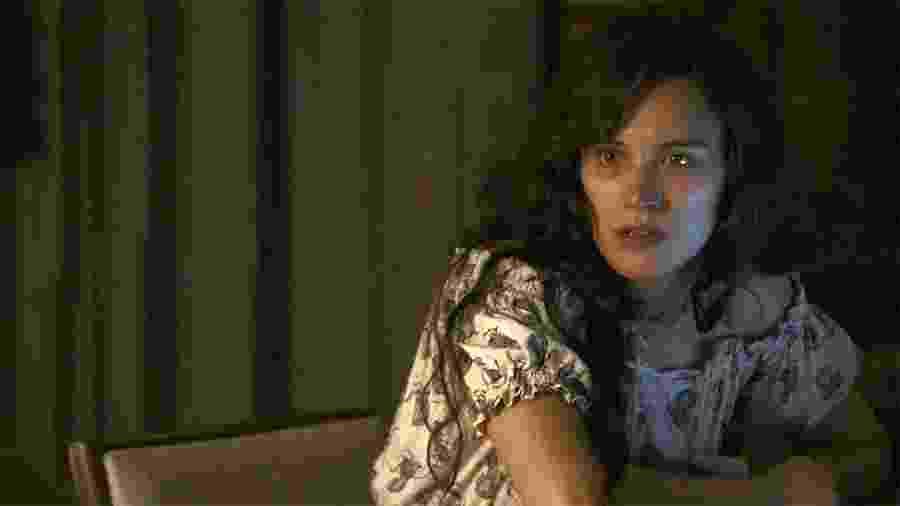 Clara não aceita que família de Gael  explore as pedras das suas terras - Reprodução/Globo