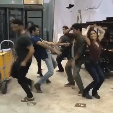 """Elenco de """"Pega Pega"""" arrasa na dança - Reprodução/Instagram/tgmartins"""