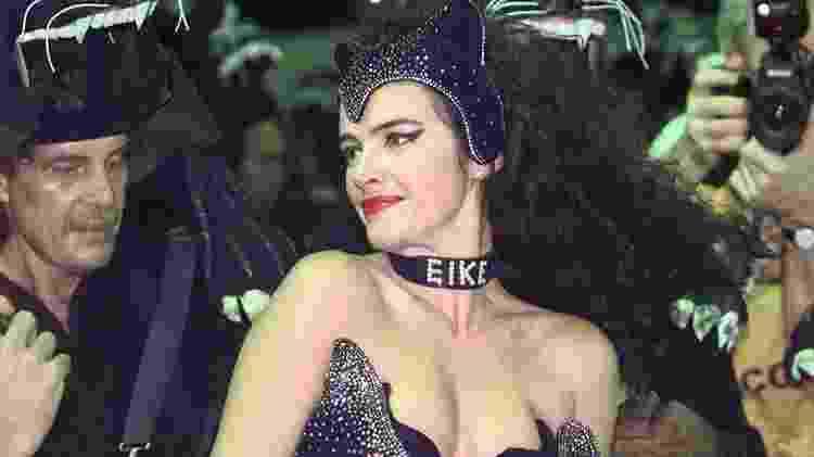 Luma de Oliveira com coleira de EIKE em 1998 - Reprodução - Reprodução