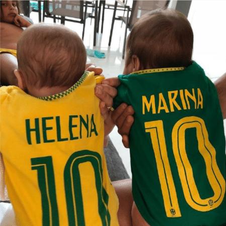 Ivete Sangalo mostra Helena e Marina com camisas personalizadas do Brasil. Ao fundo, Marcelo, primogênito da cantora. - Reprodução/Instagram