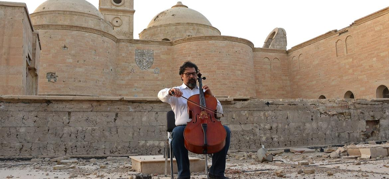 Maestro iraquiano Karim Wasfi toca em Mossul - AFP PHOTO / Zaid AL-OBEIDI
