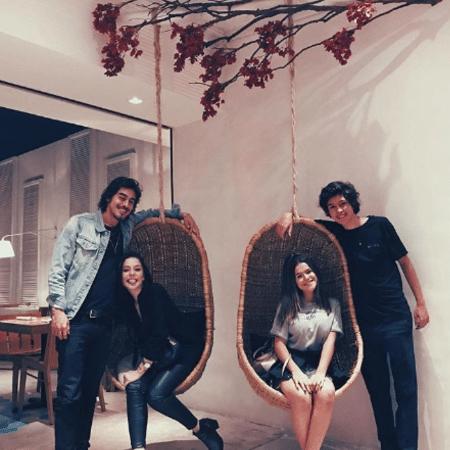 Bia Arantes e Vinícus Redd e Maisa Silva com Nicholas Arashiro - Reprodução/Instagram/maisa