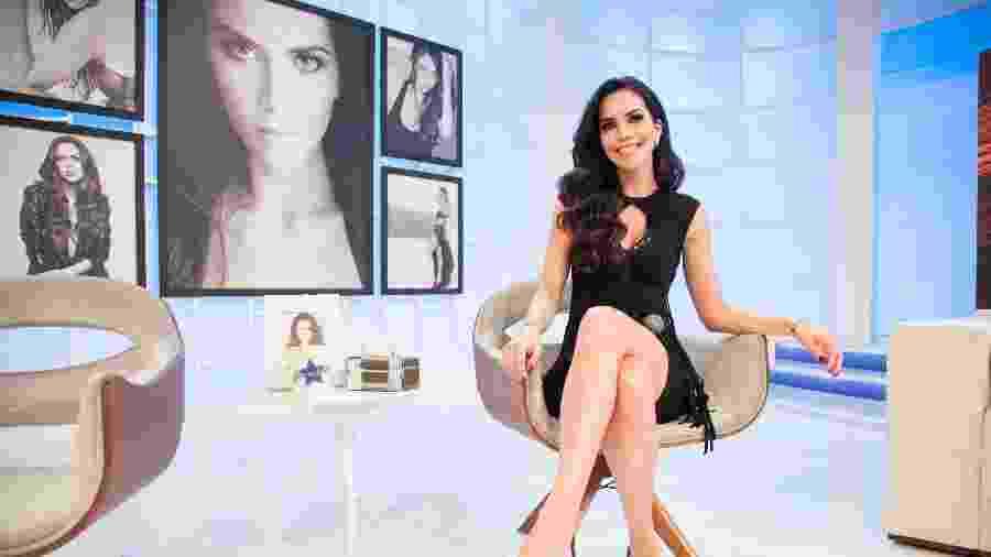 """Daniela Albuquerque no cenário do """"Sensacional"""", seu programa na RedeTV!  - Andrea Dallevo/RedeTV!"""