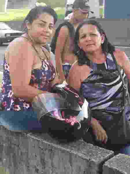 Judene Pereira Leão e Beatriz Silva, moradoras da região, foram ao local do acidente com helicóptero que matou Ricardo Boechat - Gilvan Marques / UOL