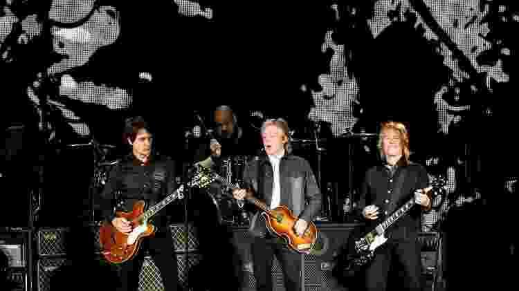 Paul McCartney, Brian Ray, Rusty Anderson e Abe Laboriel Jr. em show no Allianz Parque, em São Paulo - Lucas Lima / UOL