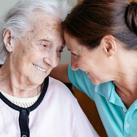 O convívio com quem foi diagnosticado com a doença deve ser pautado pelo respeito e por muita paciência  - iStock