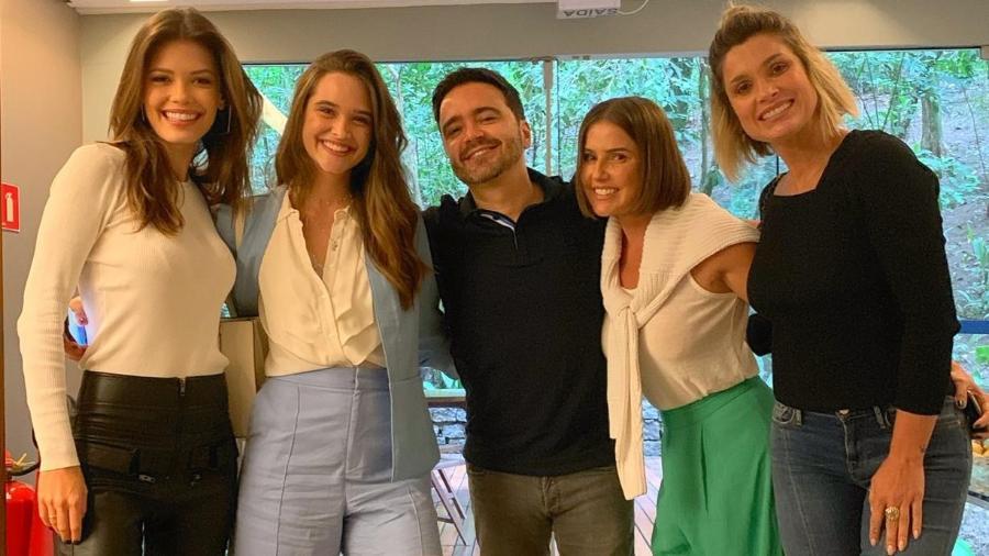 Autor Daniel Ortiz entre Vitória Strada, Juliana Paiva, Deborah Secco e Flávia Alessandra - Instagram