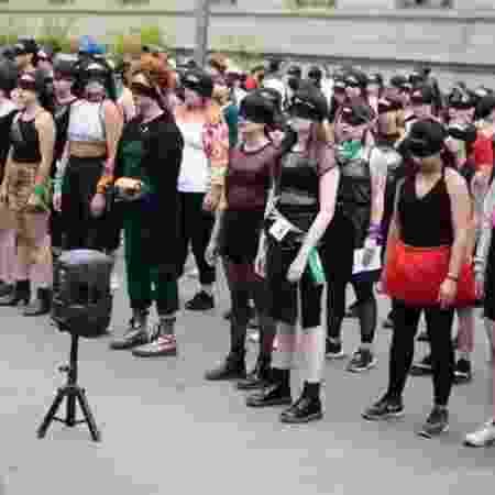 Chilenas iniciaram protesto que tem sido copiado em outros países - Reprodução/Twitter
