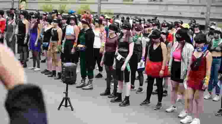 Feministas chilenas protestando contra o machismo, a cultura de estupro e a repressão - Reprodução/Twitter