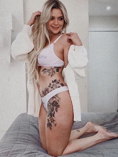 Marcela McGowan, em ensaio de lingerie - Reprodução/Instagram